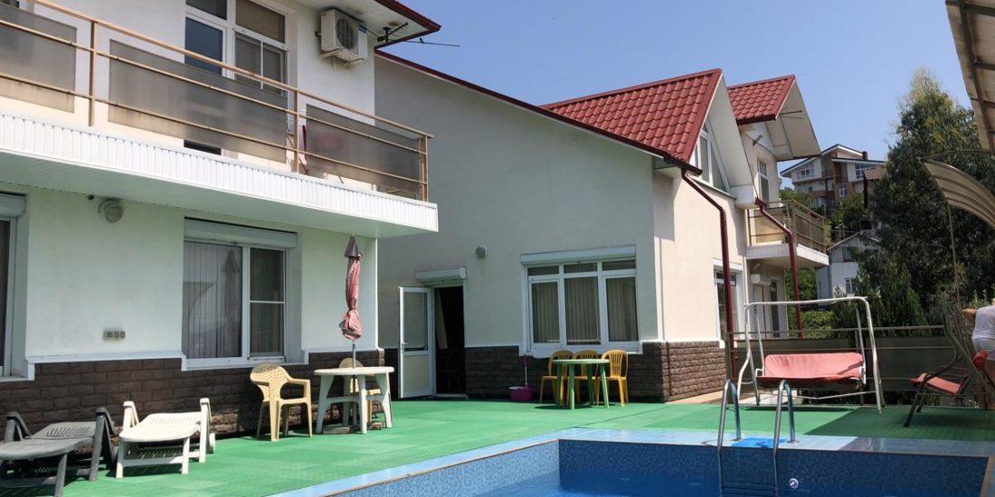 Вилла, состоящая из двух домов
